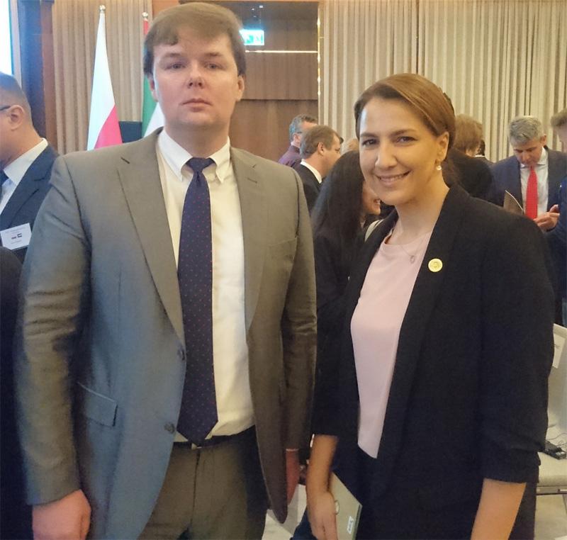 AHCII chairman Lucas Luniewski talking to the Minister of State and a member of the Cabinet of the United Arab Emirates HE Mariam bint Mohammed Saeed Hareb Al Mehairi. Nov. 2018 http://www.arabianhorseculture.com/